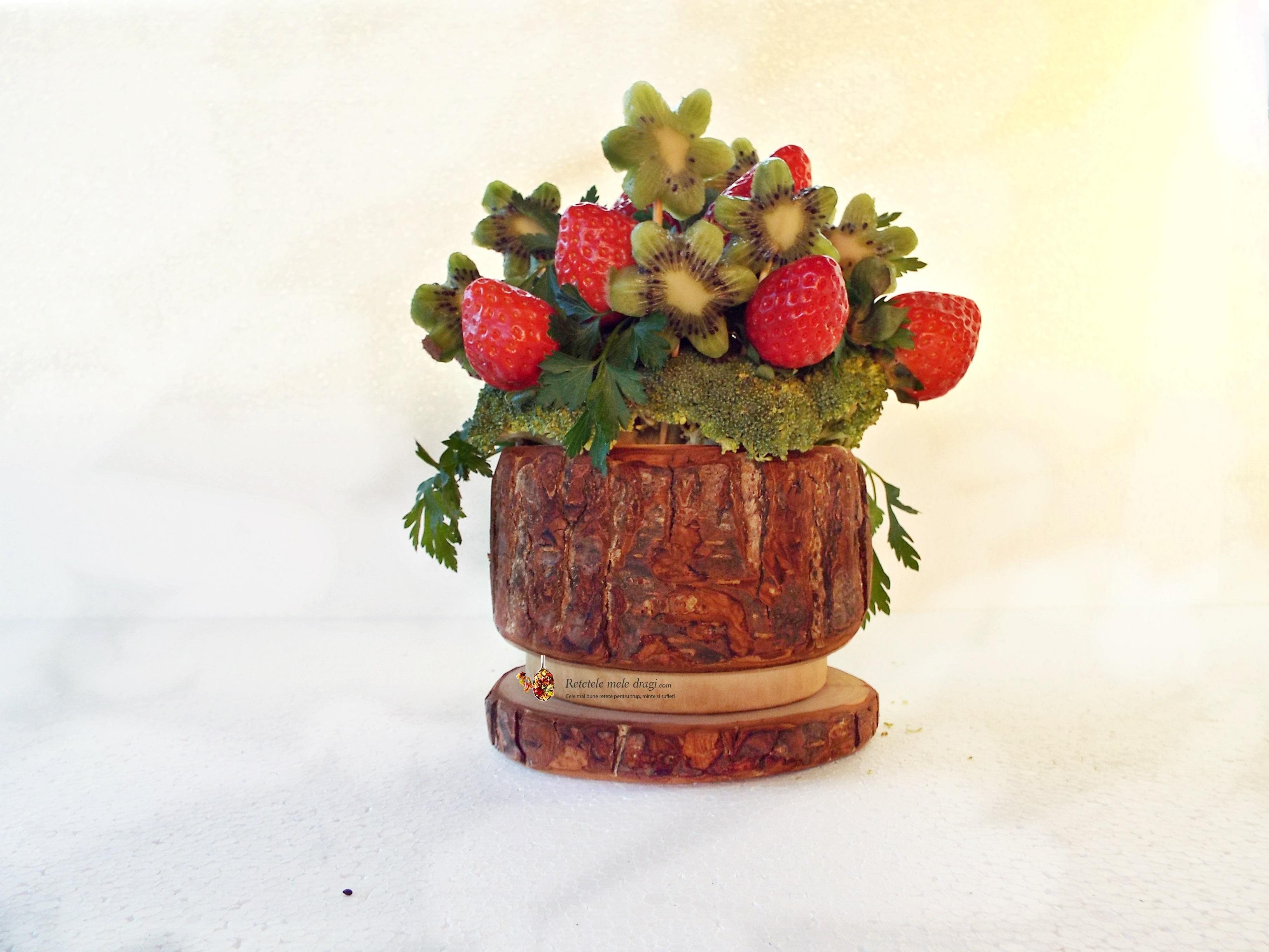 buchet de capsuni si kiwi1