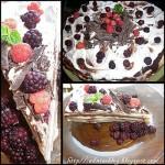 Tort de clatite cu ciocolata si fructe de padure: