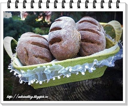 Black panini cu ciuperci si verdeturi uscate