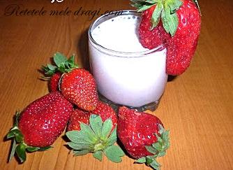 milkshake de banane si capsuni