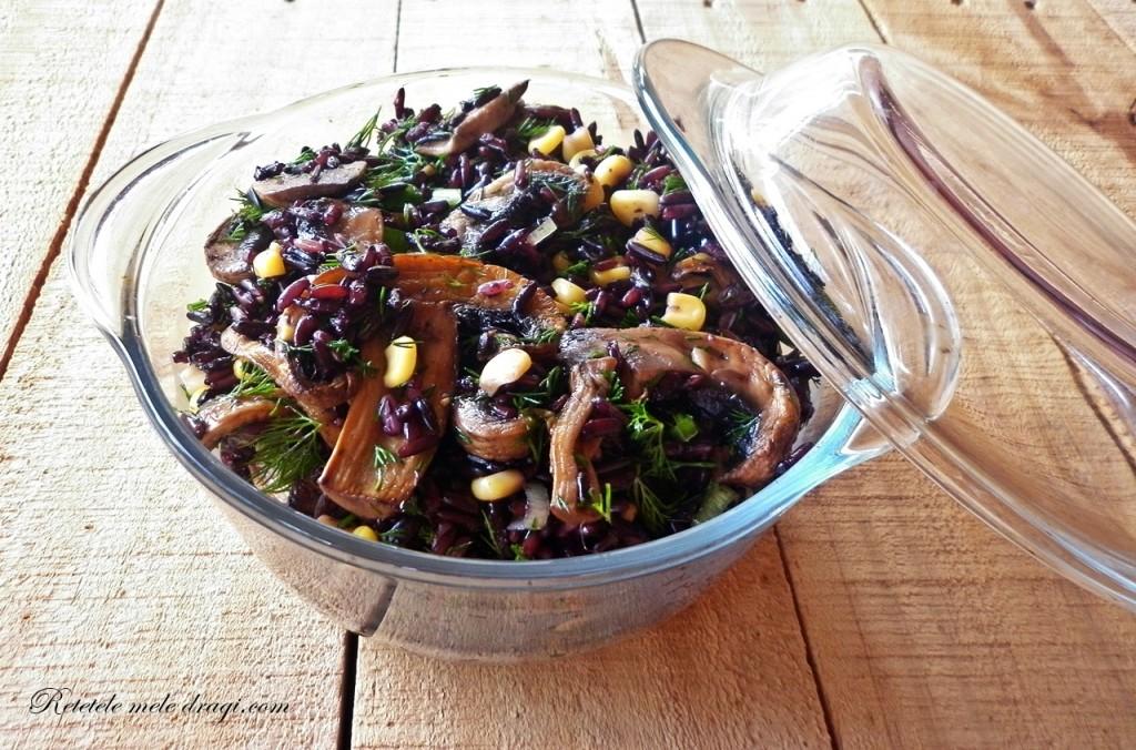 Salata de orez negru cu ciuperci