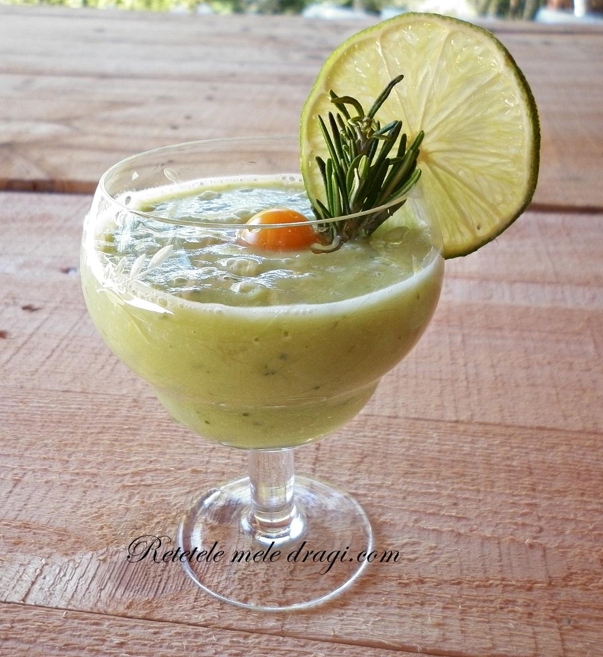 Smoothie de avocado cu lime si rozmarin