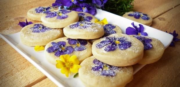 Biscuiti cu flori comestibile