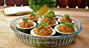 Zucchini umpluti cu quinoa