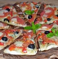 pizza cu rosii si busuioc