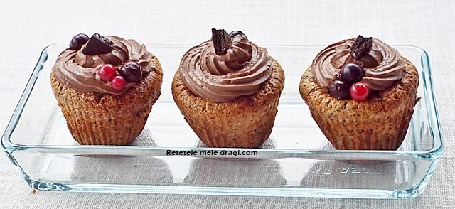 Cupcakes cu ciocolata si nuci