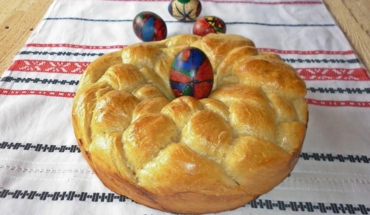 paine impletita pentru Paste