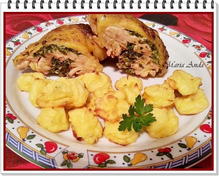 Pulpe de pui cu spanac si cartofi Duchesse