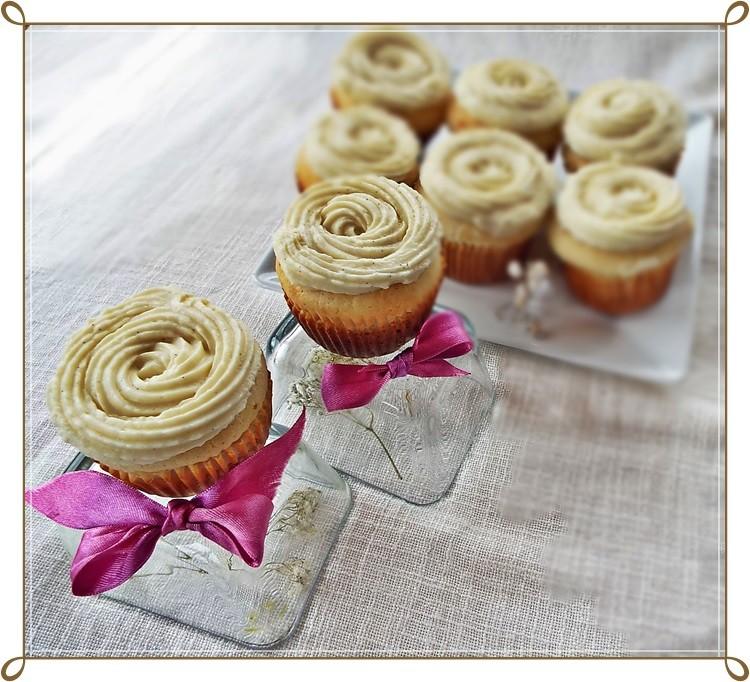 cupcakes cu ciocolata alba si vanilie