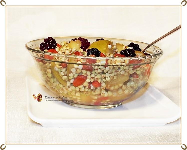 salata de hrisca si fructe