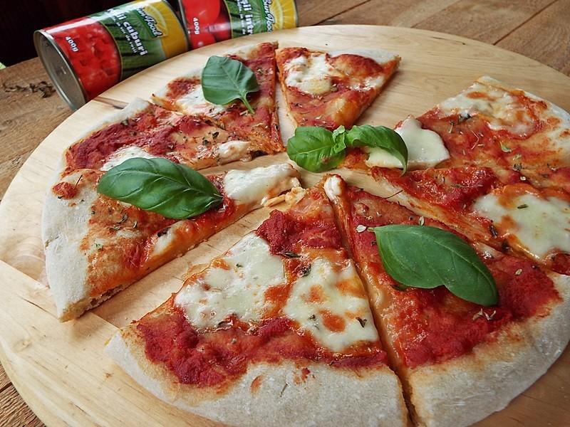 Pizza cu maia naturala