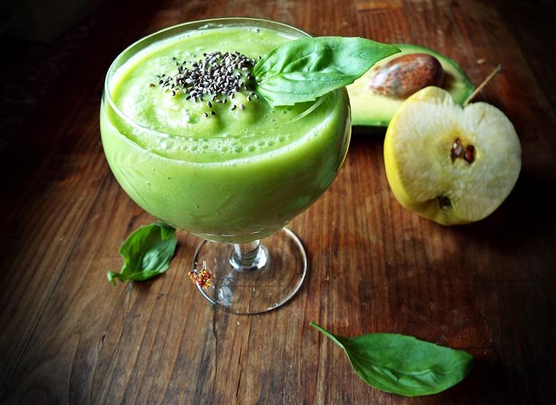 smoothie de mere, avocado si busuioc 1