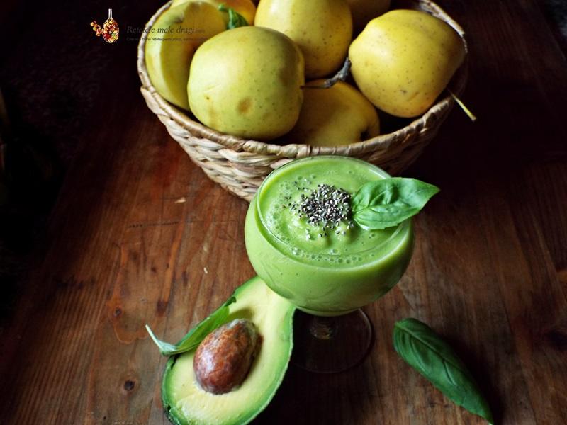 smoothie de mere, avocado si busuioc