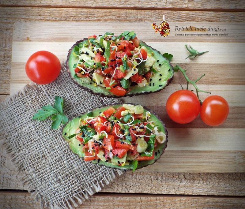 avocado umplut cu salata asortata 1