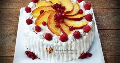 tort cu fructe si crema de vanilie