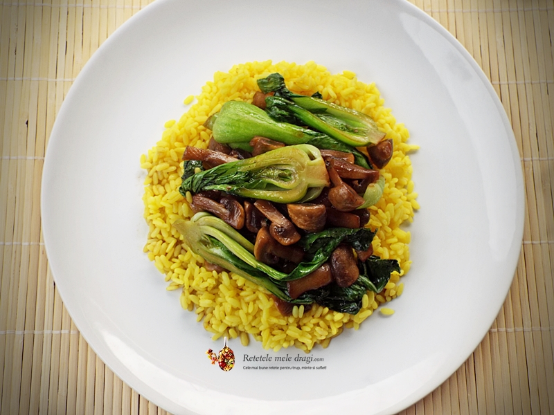 Pak choi cu ciuperci si orez la wok