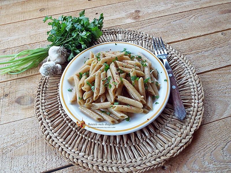 Paste integrale aglio, olio e peperoncino (cu ulei si usturoi) 1