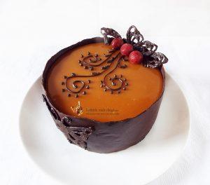 Tort Entremet cu ciocolata, visine si caramel 0
