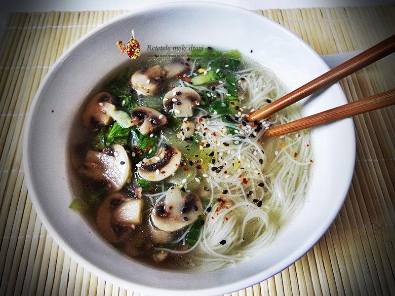 supa chinezeasca cu ciuperci si pak choi 1