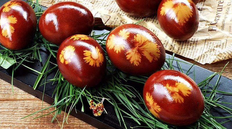 oua vopsite cu coji de ceapa rosie
