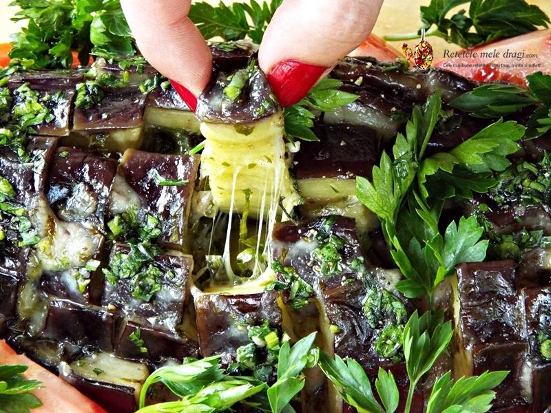 vinete cu usturoi,cascaval si ierburi aromatice la cuptor (pull apart)