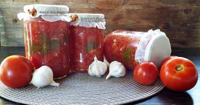Rosii cuburi la borcan cu usturoi si ierburi aromatice