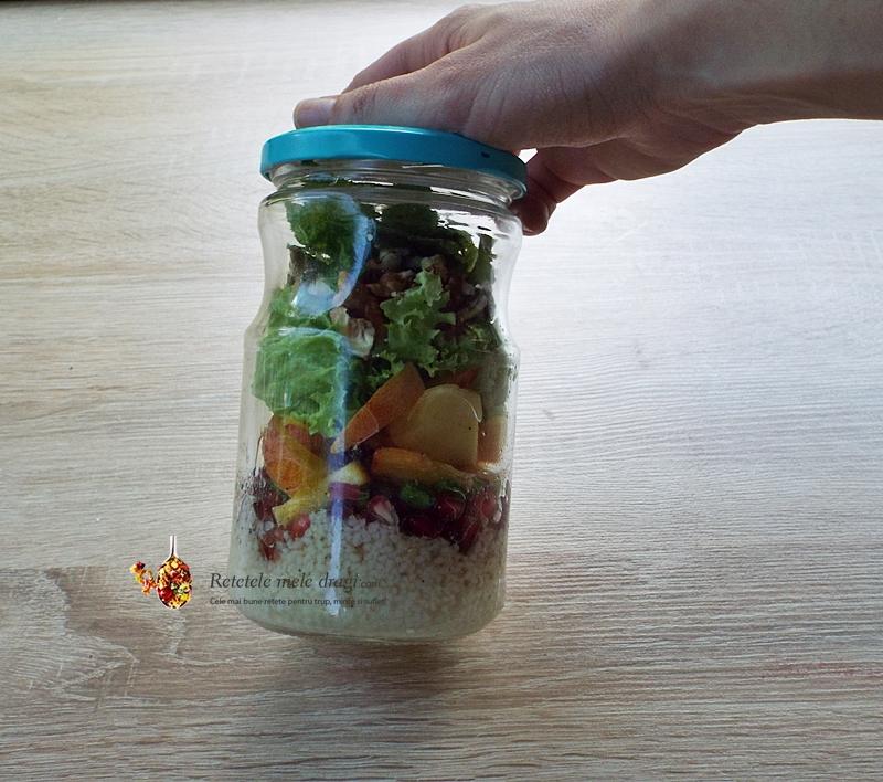 Salata la borcan cu piersici si cous cous 1