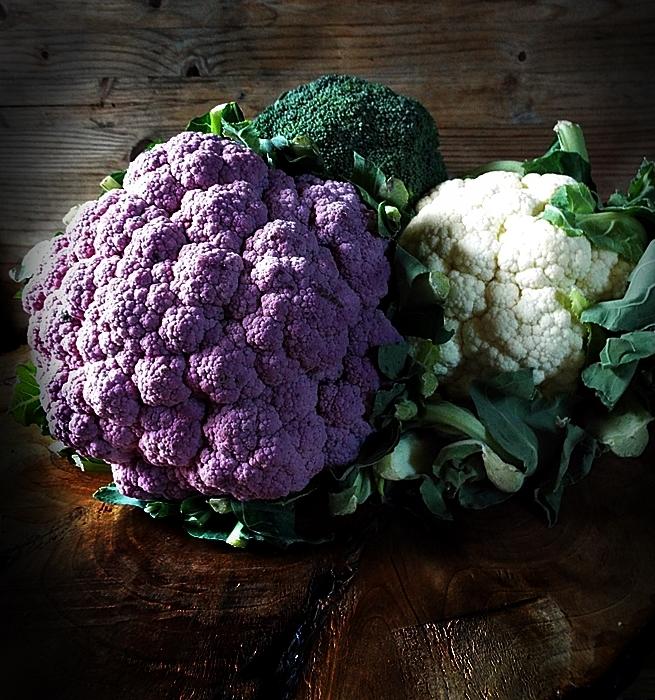 salata de conopida cu broccoli si sos de iaurt cu turmeric 0