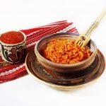 Orez cu sos de ardei copt