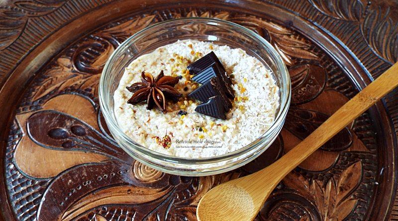 Mic dejun vegetarian cu migdale, miere si polen