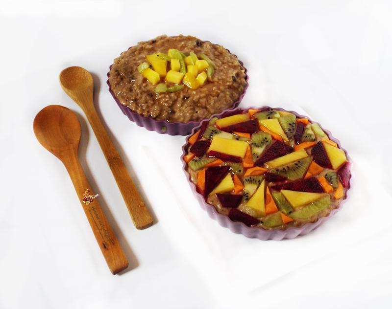 Porridge (terci de ovaz) cu cacao si fructe