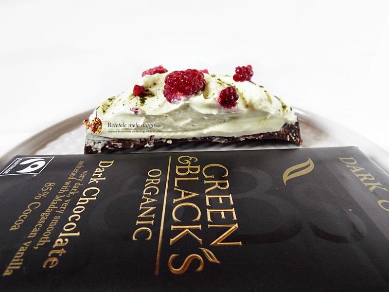 Tarte fara coacere de ciocolata cu crema de mascarpone si matcha 2