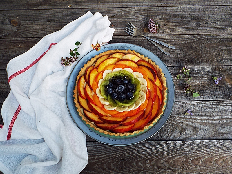Tarta cu fructe si crema de vanilie 1