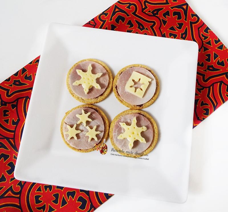 Aperitive festive de Craciun cu crackers 0000