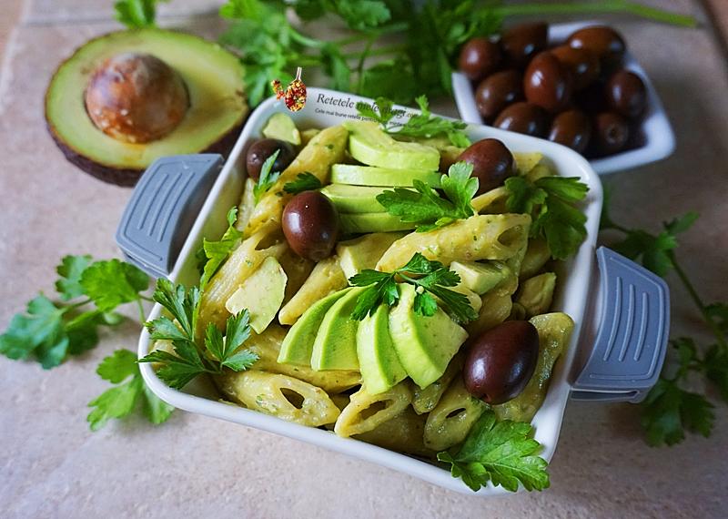 paste cu sos de avocado si masline 2