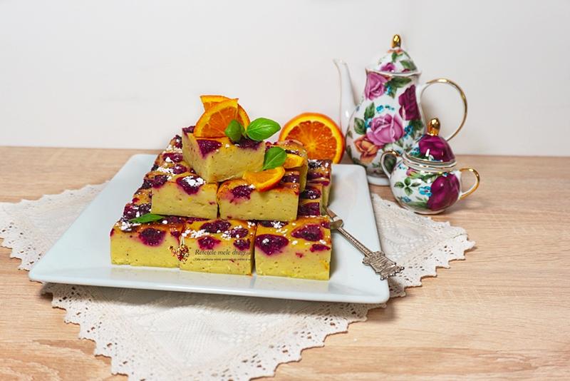 Prăjitură cu iaurt, portocale și zmeură