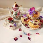 Prăjitură simplă cu rubarbă și căpșuni