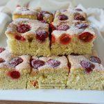 Prăjitura Noapte și Zi cu albușuri și vișine
