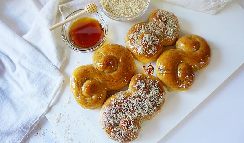 Mucenici moldovenesti cu miere si nuca 2
