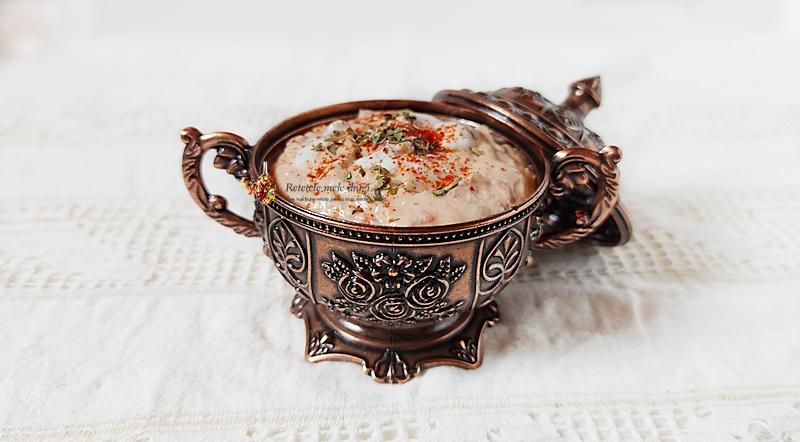 Cremă de brânză feta cu ardei copți. pastă tartinabilă, de inspirație grecească