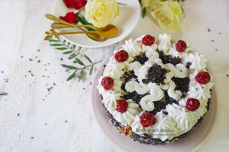 tort Padurea Neagra flatlay