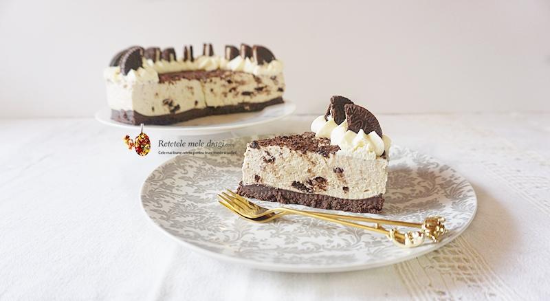 Tort Oreo fara coacare sectiune. No bake Oreo Cheesecake, piece of cake on a plate