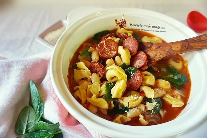 supa cu tortellini si carnati in stil toscan
