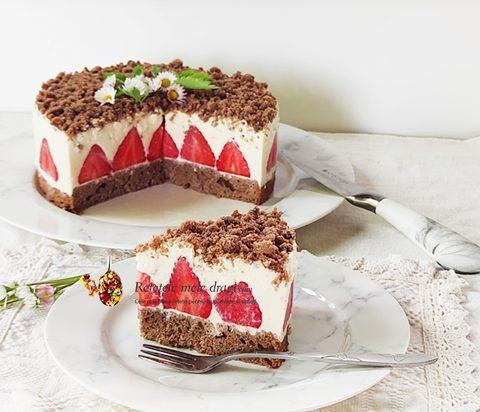 cheesecake cu capsuni si crema de migdale
