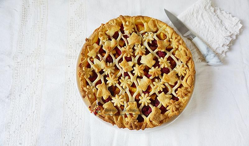 Tarta cu fructe si aluat fraged (piersici, zmeura) prezentare completa